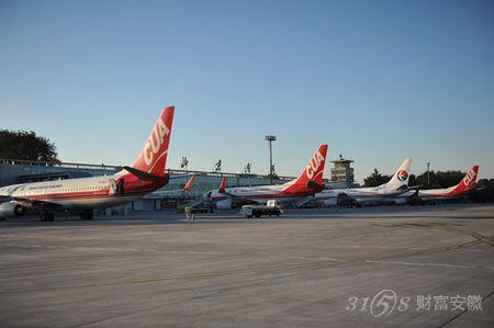 北京南苑机场起降的飞机架次相比较少