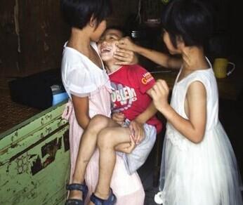 长沙10岁女孩当妈照顾弟弟妹妹3年