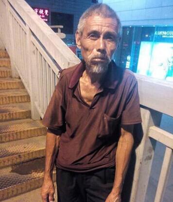 枯槁的乞讨老人长达10分钟图片