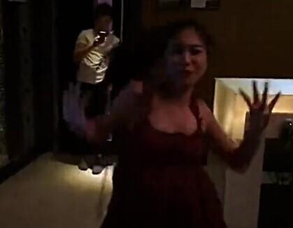 ktv要这么玩厦门5名美女在ktv跳搞怪热舞的视频