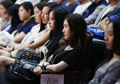 北京电影学院2014开学典礼副校长孙立军回应学生撞脸图片