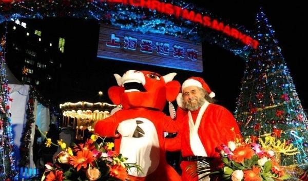 上海新天地吻亮圣诞树