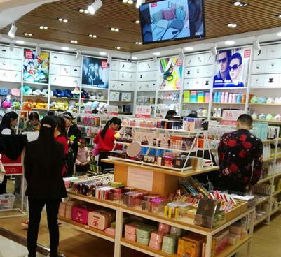 开一个众客优品快时尚百货店总共要多少钱?包括哪些费用