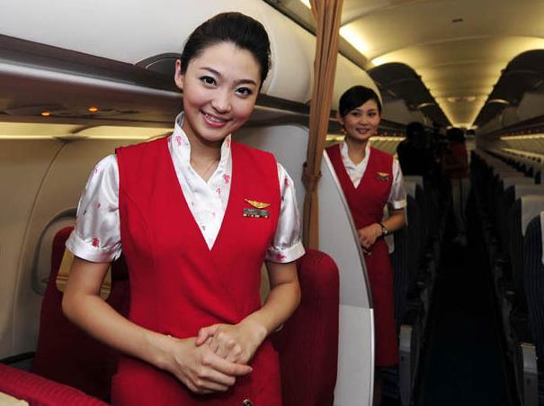 盘点国内空姐妆容深航空姐新妆容被批像日本艺妓