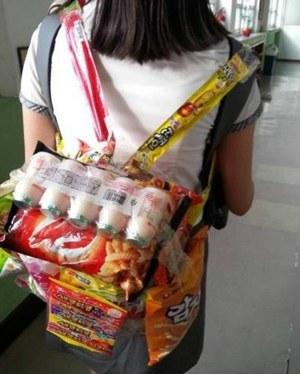 速速围观:韩国最流行生日礼物零食背包怎么做图片
