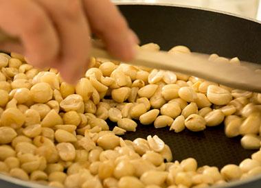 炸花生米用热油还是凉油