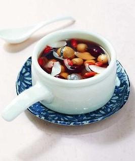 助眠药膳之一:乌豆圆肉红枣汤—补肾、养颜、安神