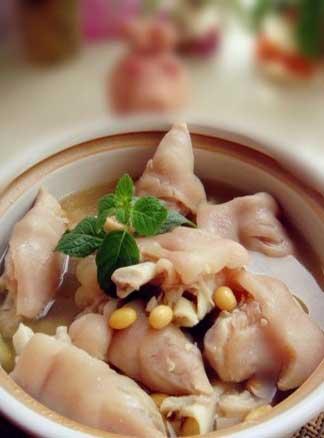 冬季美丽属于你  黄豆煲猪脚的做法