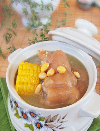夏季坐月子饮食食谱_夏季养生食谱:月子佳品黄豆猪蹄汤-孕妇养生食谱-夏季孕妇饮食