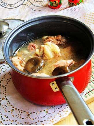 食疗小偏方 小鸡野菇汤的做法