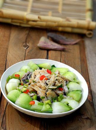 春季食疗美食精品系列之水煮鲫鱼块