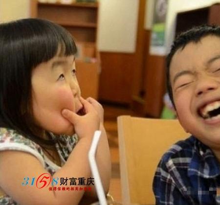 齐刘海女孩可爱表情走红 新一代表情帝图片
