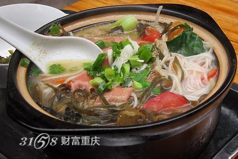 鲜美十足的三鲜砂锅米线