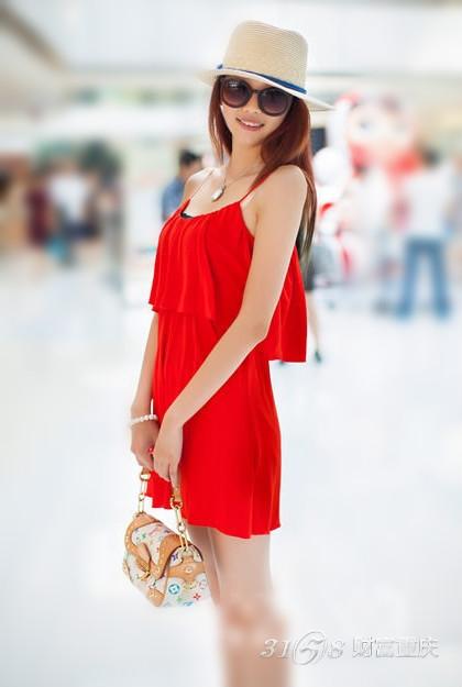 夏天大红色搭配图