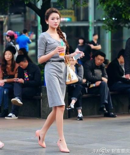 2014街拍重庆美女 最新时尚街拍搭配