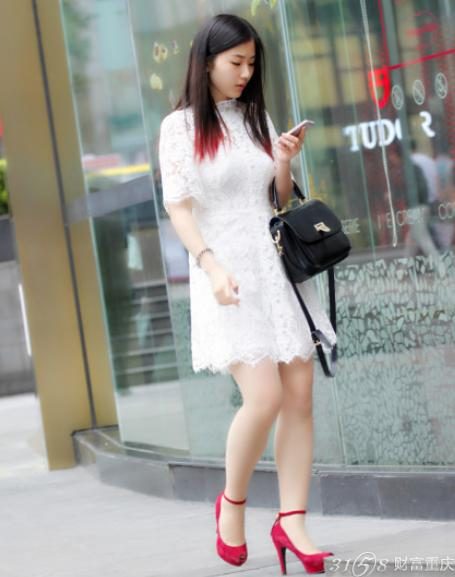 2014年重庆美女街拍 最新时尚街拍搭配