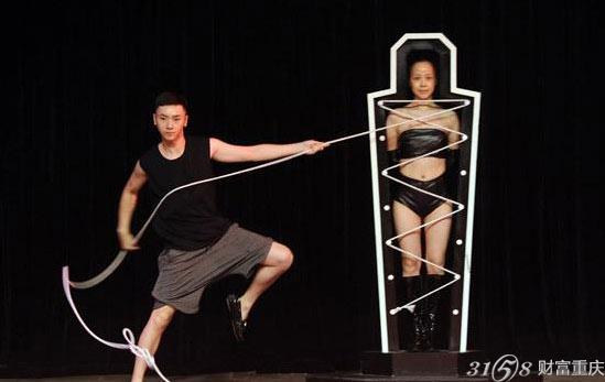 捆绑的演员如何能够在瞬间能够穿衣