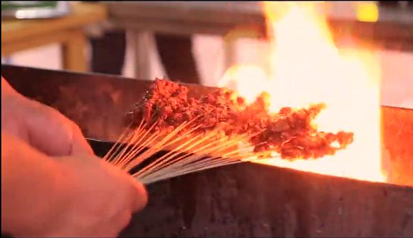 同样是做烤肉生意,为什么他家的生意特别火?