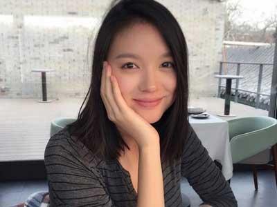 1月10日晚,张梓琳晒出孕期素颜美照,令不少网友大赞她是最美孕妇.