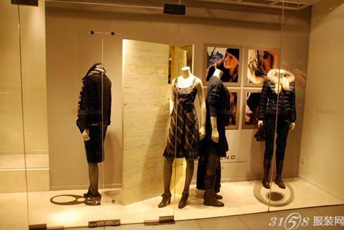 品牌服装店的橱窗设计技巧图片
