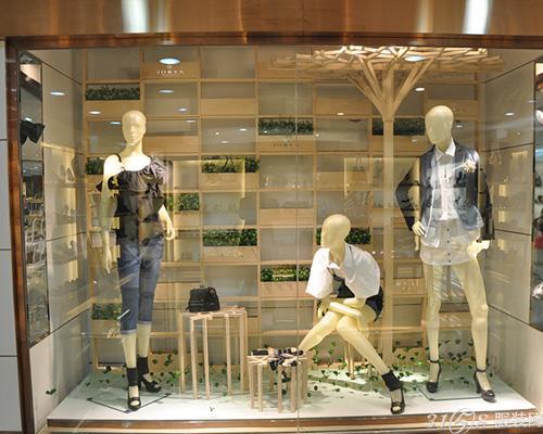 """讓""""櫥窗陳列設計""""成為銷售的一把利劍-3158服裝加盟"""