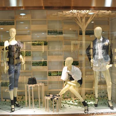 橱窗展示在什么意思_服装橱窗展示设计说明_橱窗展示设计