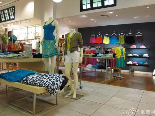 个性服装店装修 促进顾客购买欲望