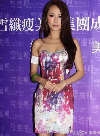 刘心悠碎花洋裙写真 尽显甜美优雅气质