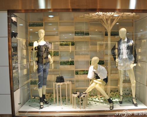 服装店如何做好橱窗装修图片