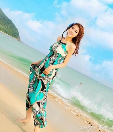 去海边旅游穿什么?长裙