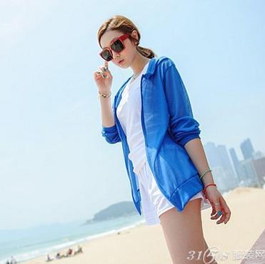 沙滩散步也是海边旅游的重要行程
