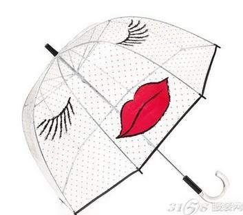 红唇元素一直是时尚界的新宠,红唇透明雨伞给人一种青睐的感觉,无论是