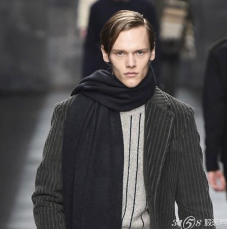 男士大衣搭配高领毛衣