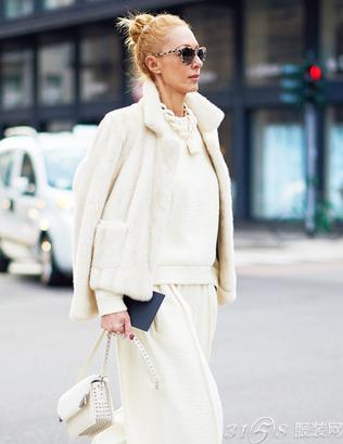 白色外套搭配 穿出清纯女神范!