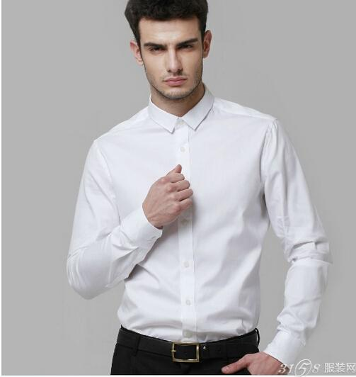 男士白色衬衫该怎么搭配更好看1、商务衬衫搭配高雅西裤-男士白色衬