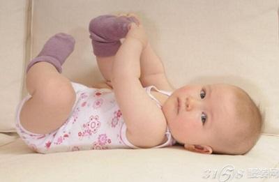 宝宝睡觉可以穿袜子吗?