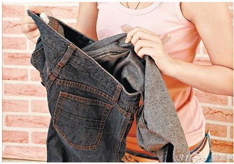 牛仔裤怎么洗不会褪色