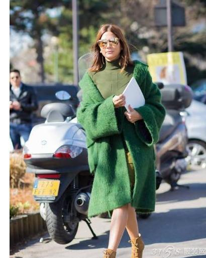 2017年草绿色外套