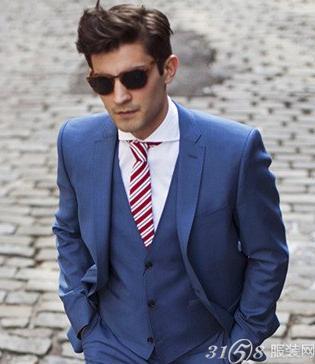 蓝色西装配什么领带