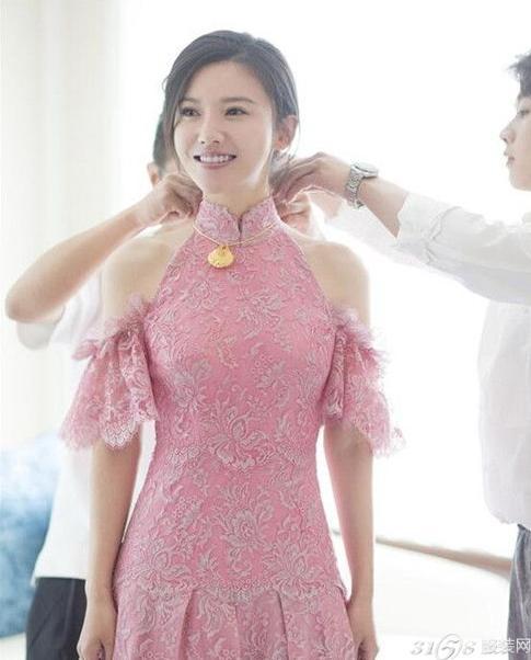 杨子珊粉色婚纱是什么牌子?