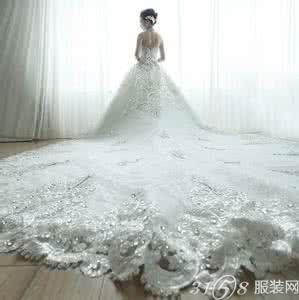 拖尾婚纱长度如何挑选?新娘拖尾婚纱几米长合适?