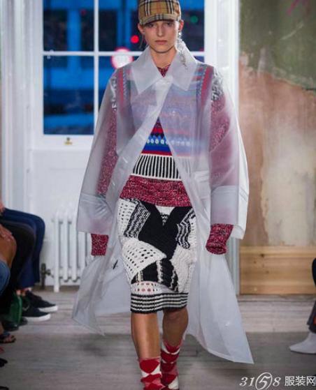 Burberry(博柏利)2018春夏男女装伦敦时装周