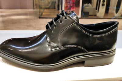 皮鞋上有折痕怎么办