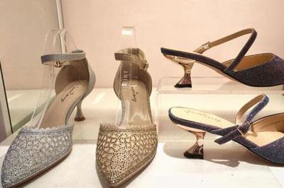开一家大东女鞋店要多少*