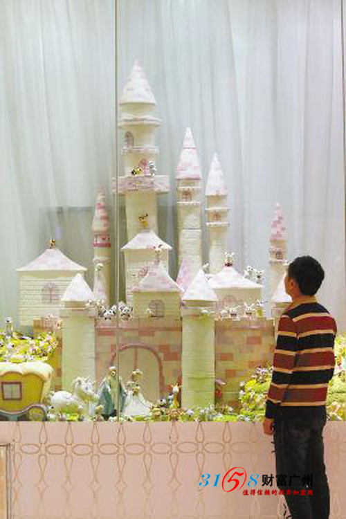 童话王国上百只精致的小动物都是蛋糕技师徒手捏制的
