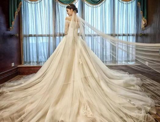 冬天的婚纱该怎么搭配呢?