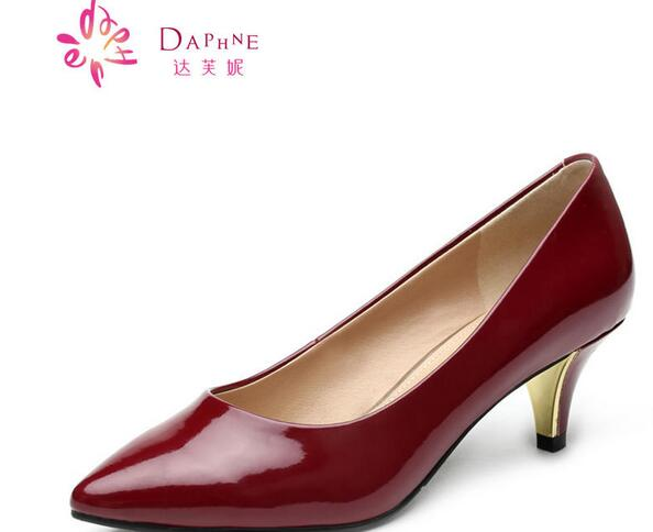 加盟一家达芙妮女鞋店前期需要投资多少钱?
