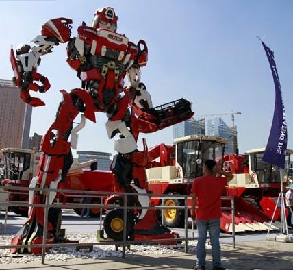 哈尔滨世界农业博览会启幕 大型机器人霸气亮相