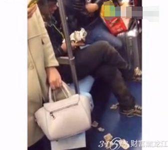 真假乞丐:在地铁里踢走一毛两毛的说出了一句让人震惊的话