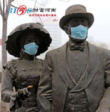 今天的天气终于可以看得到太阳了,是不是好天气就有好心情呢?是否可以让你忘了前几日的雾霾呢?前几日连续的雾霾天气,让市民忍无可忍。这不河南省郑州市,位于金水区东风渠公园的雕塑被饱受连续雾霾折磨的市民戴上了口罩,表示对雾霾的无奈。 郑州雕塑戴口罩 郑州雕塑戴口罩 看到上面的图像是不是很呆萌?市民可不是恶搞而是对雾霾天气的无奈之举。